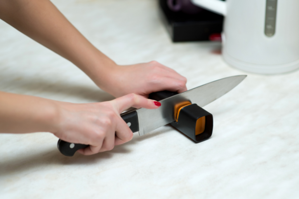 How To Use A Knife Sharpener?